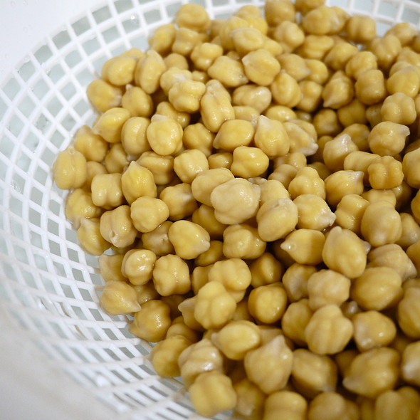 Making Cocido Madrileño - Chickpeas