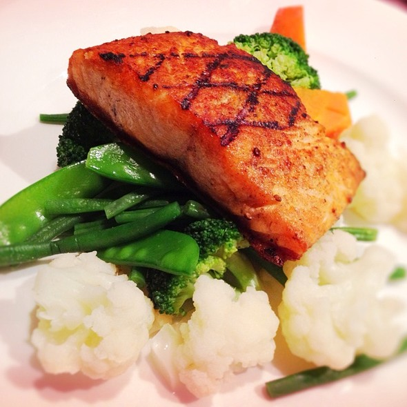 Grilled Salmon With Vegetables @ Hayat's Kitchen