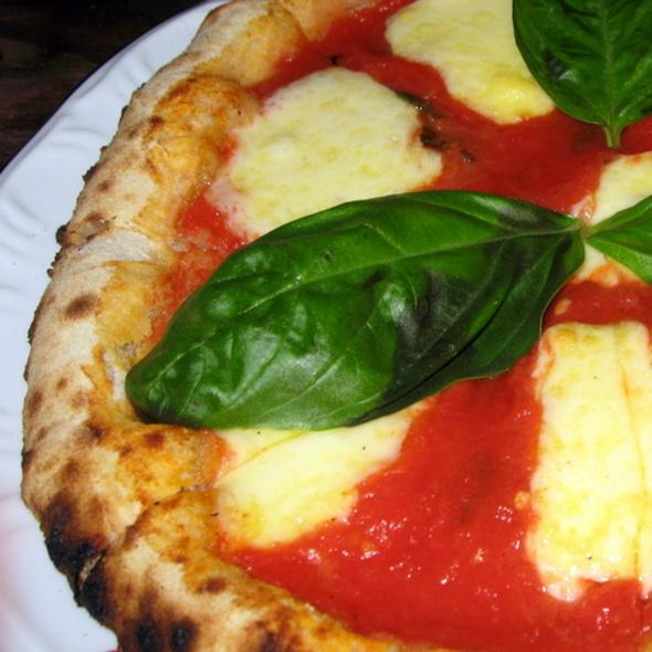 Pizza Margherita @ Bottega BottaGallo