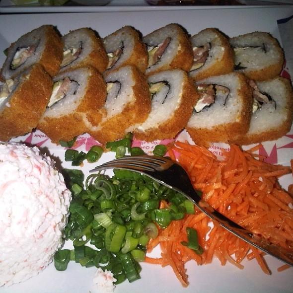 Rollo Cordon Bleu  @ Que Rollo Sushi Bar