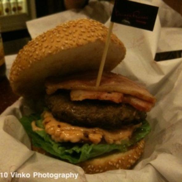 Classic Burger @ Burgeroom