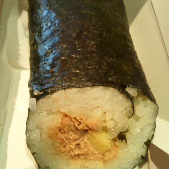 Avocado und thunfisch roll @ my indigo