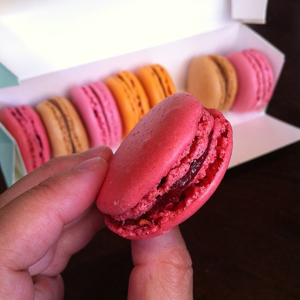 Macarons Framboises @ Ladurée