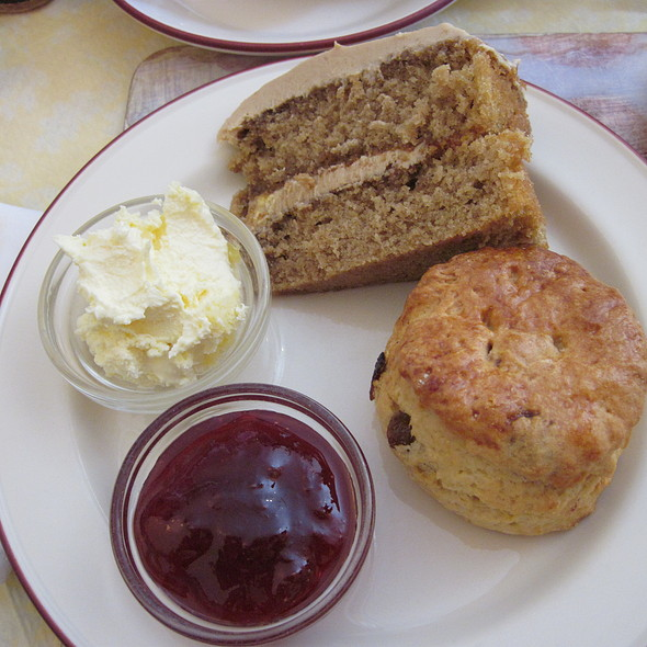 Scone and Carrot Cake @ Treebus Tearoom