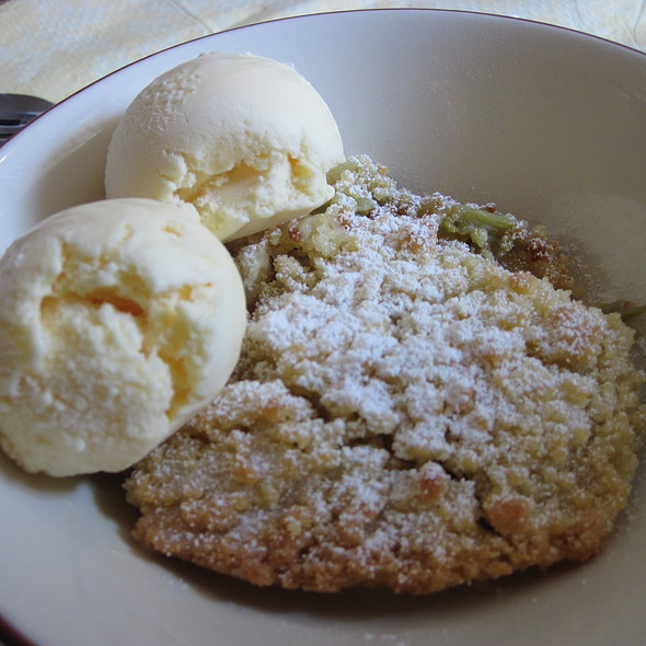 Elderflower and rhubarb crumble @ Treebus Tearoom
