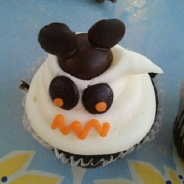 Chocolate Cupcake with Sugar Frost @ Disneyland, Anaheim, CA