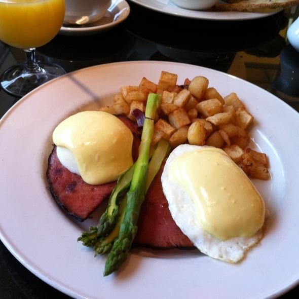 Eggs Benedict - Corner Cafe - Priority Seating, Atlanta, GA