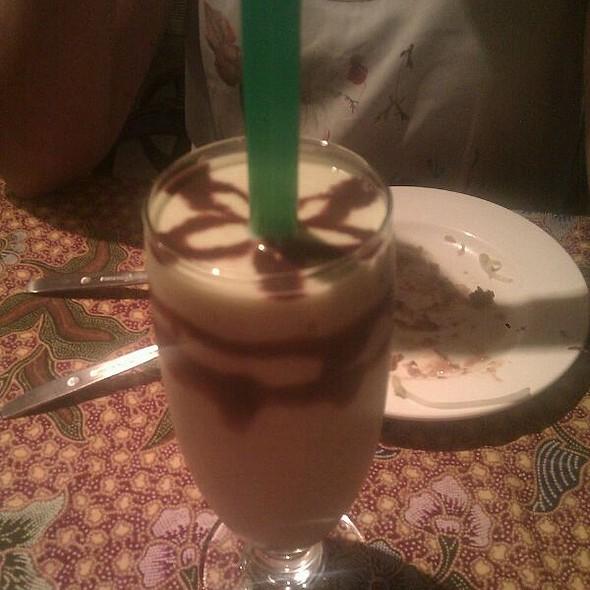 Avocado Milkshake @ I Love Bali