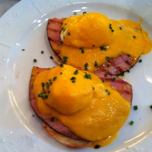Garden Style Eggs Benedict - Peacock Garden Cafe, Coconut Grove, FL