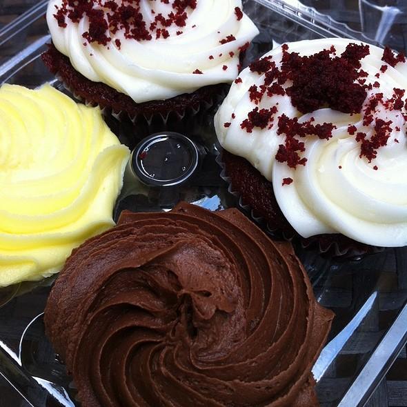 Cupcakes @ Tonnie's Minis