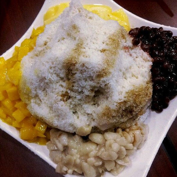 Brown Sugar Shaved Ice with Red Bean, Peanuts, Mango and Pudding @ Monja