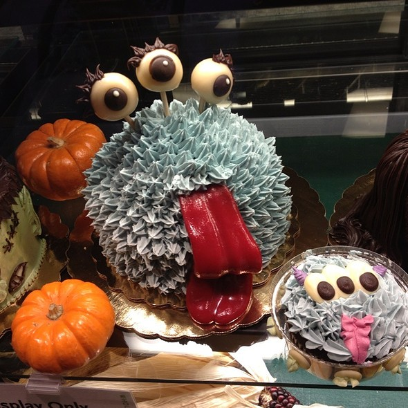 Alien Cake For Halloween @ Whole Foods Market - Westlake