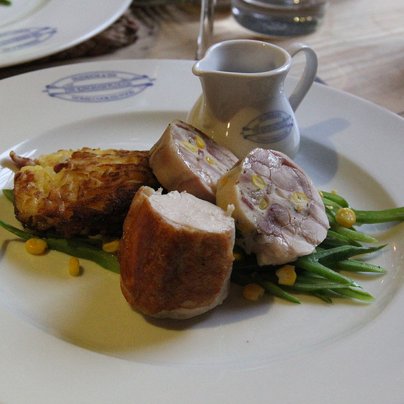 Madgett's Farm Chicken Breast, Sweetcorn and Baconstuffed Leg, Hash Brown and A @ The Kingham Plough
