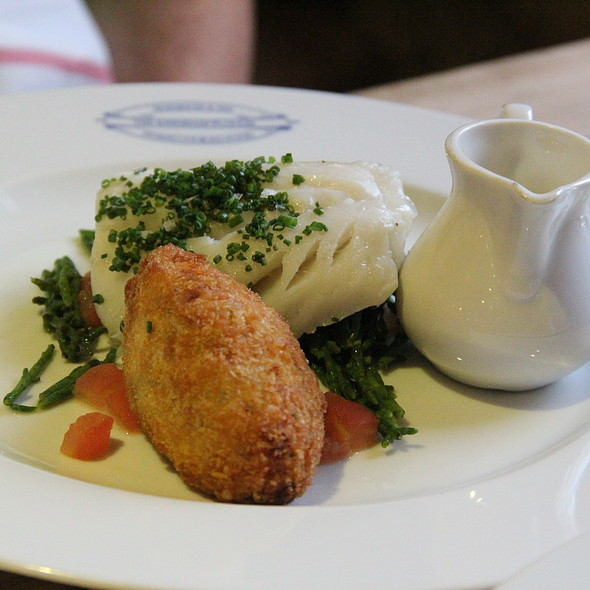 Poached Cornish Haddock, Smoked Haddock Fritter, Samphire and butter Sauce @ The Kingham Plough