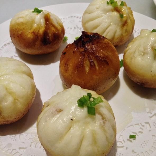 Shanghai Pan Fried Pork Bun @ Shanghai Ren Jia 上海人家