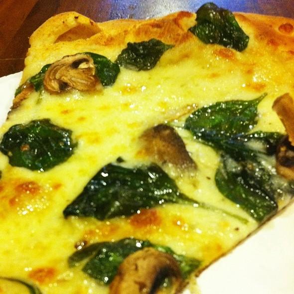 Spinach Mushroom Pizza @ Soho Pizza