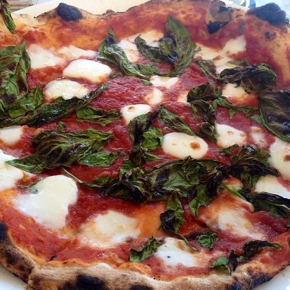 Pizza Margherita - Ray's and Stark Bar, Los Angeles, CA