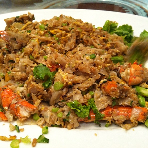 Stir-Fried Chinese noodle with Crab Meat