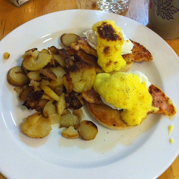 Eggs Benedict @ cafe chartreuse