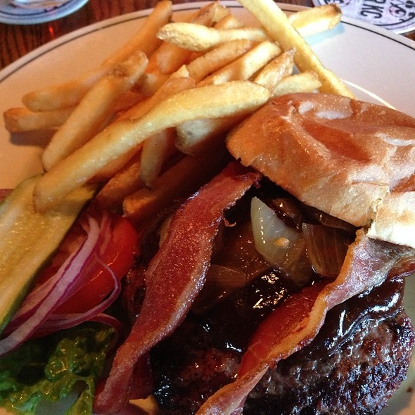 Roadhouse Burger @ Mc Coy's Public House & Brew