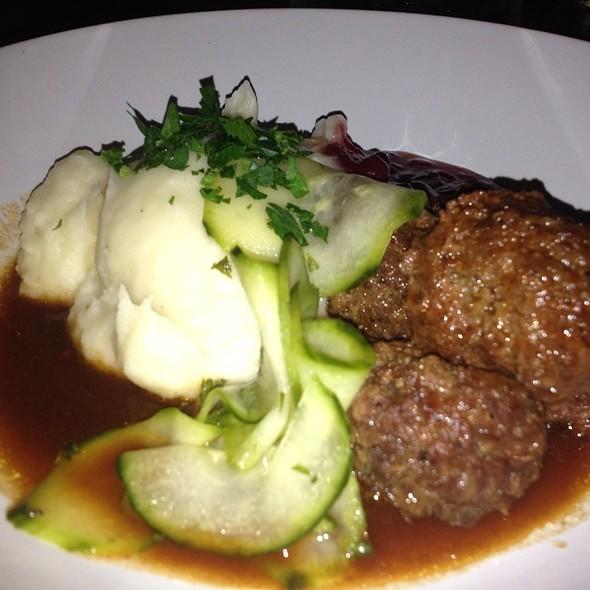 Swedish Meatballs And Mashed potatoes @ Pläj