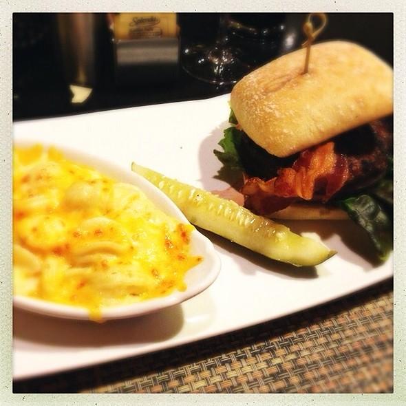 Marriott Angus Burger With Mascrpone Mac-N-Cheese @ Washington Marriott at Metro Center