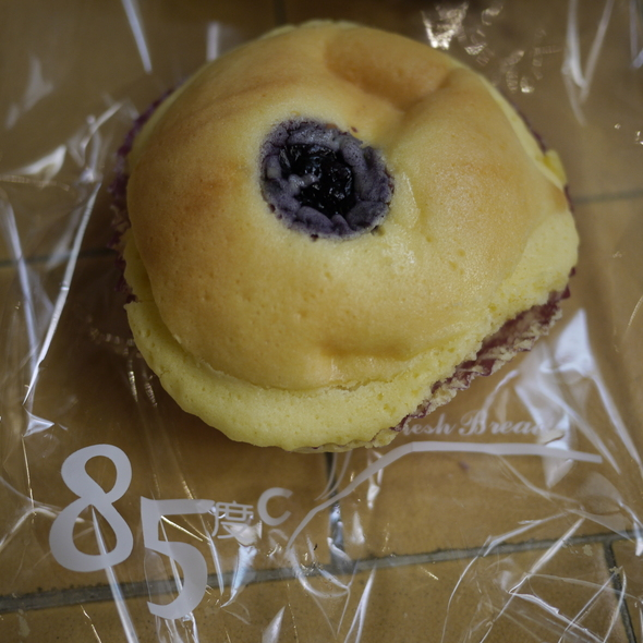 Berrytale (Blueberry Cream Cheese Bun) @ 85C Bakery Cafe