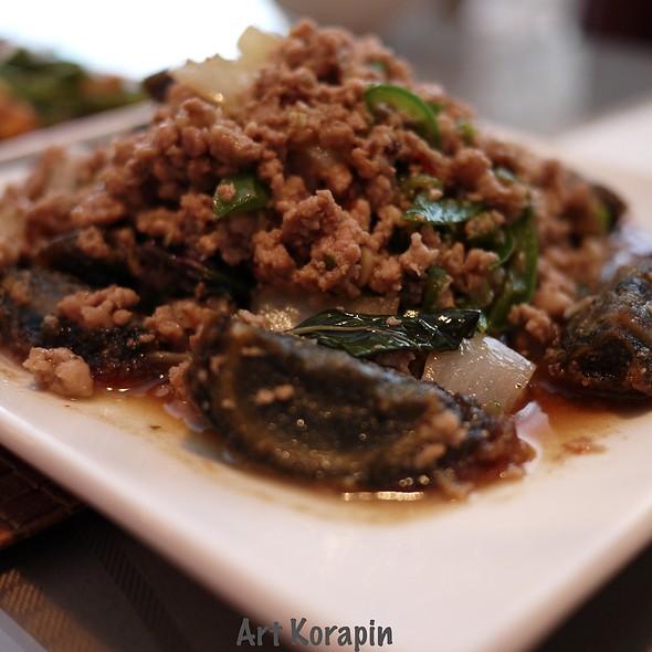Kra Pao Khai Yeaw Ma