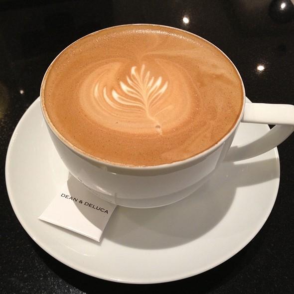 Cafe Latte @ Dean & Deluca (at Park Ventures)