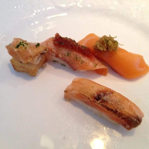 Sake (Salmon) Nigiri @ Yashin Sushi