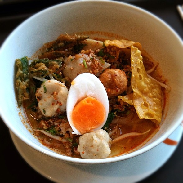 Tom Yum Fish Balls Noodles