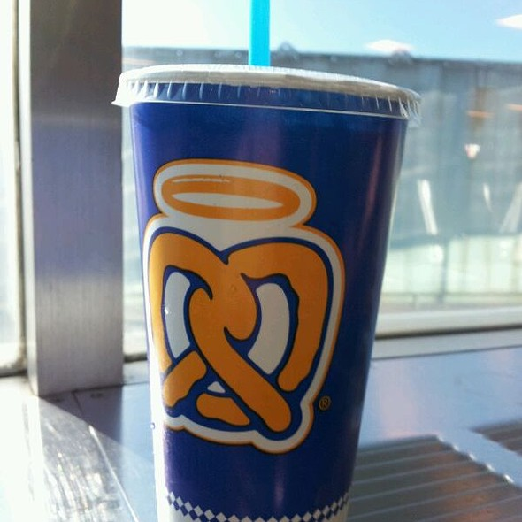Homemade Lemonade @ Auntie Anne's Pretzels