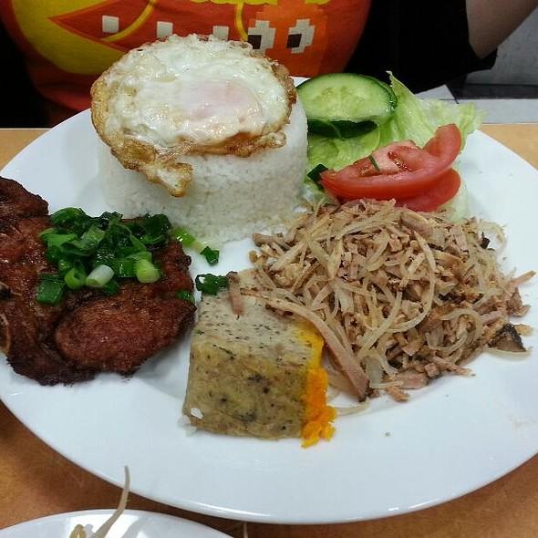 Broken Rice W/ Grilled Pork, Meatloaf, Shredded Pork And Egg