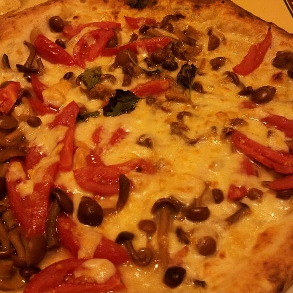Pizza with Chiodini Mushrooms