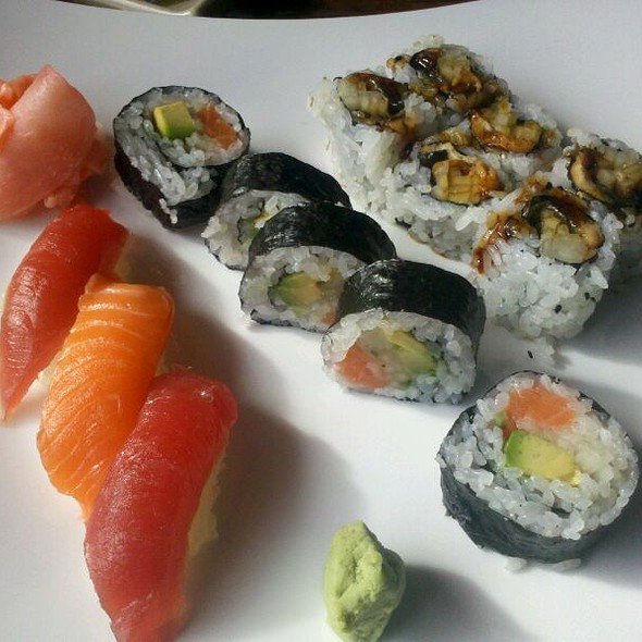 Sushi Lunch Roll Special @ Tokyo Express