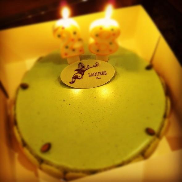 Pistachio Macaron Cake