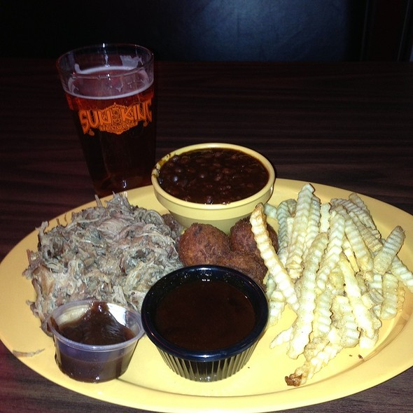 Pulled Pork Dinner @ Smoke House On Shelby