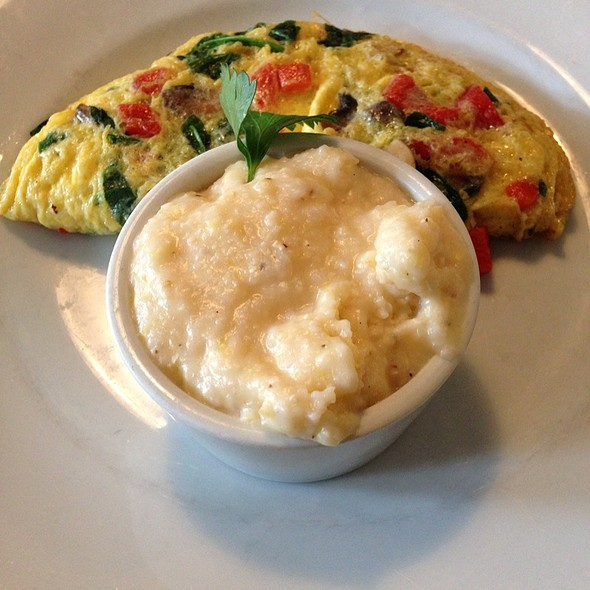 Spinach, Mushroom, Tomato, Red Pepper, Smoked Gouda Omelette @ Sun In My Belly