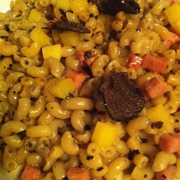 Coquillettes au jambon, comté et truffe @ L'Assiette