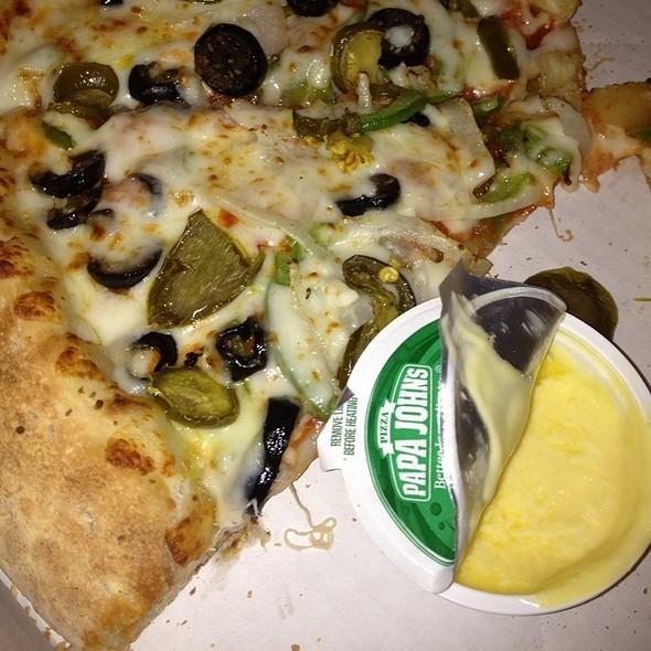 Pizza With Cheese Garlic Sauce @ Papa John's Pizza