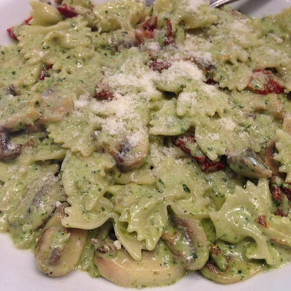Farfalle With Basil Pesto Mushrooms And Sundried Tomatoes - Mia Bella Trattoria - Green Street, Houston, TX