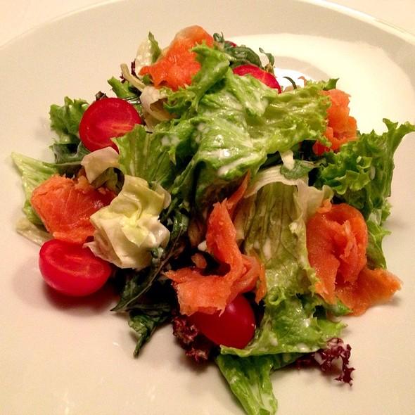 Smoked Salmon Salad @ Moskovska 15