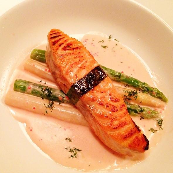 Grilled Salmon @ Moskovska 15
