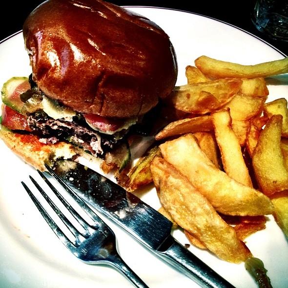 Cheeseburger @ The Admiral Codrington