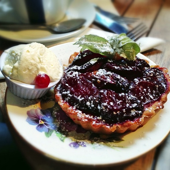 Plum Tart @ Queen Of Tarts
