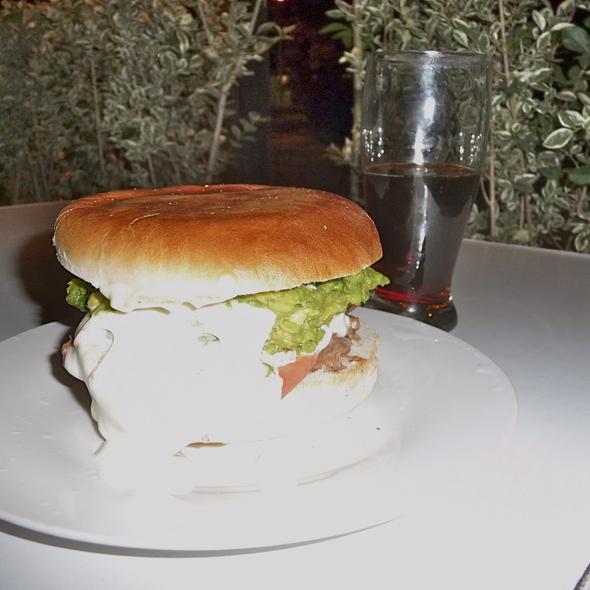 Hamburguesa con Palta @ Doce Trece