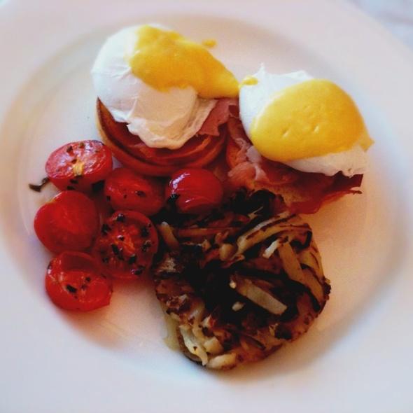 Eggs Benedict @ Grand Hyatt Seoul Hotel