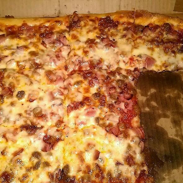 Meat Lovers' Pizza @ Ianazones Homemade Pizza