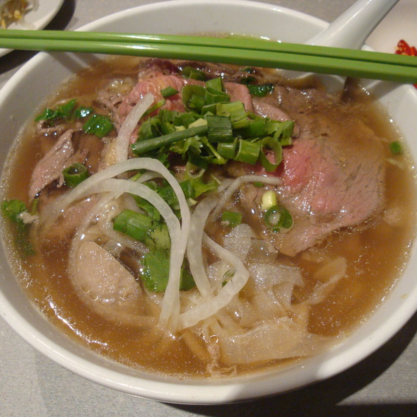 Pho Dac Biet (Beef Noodle Soup with the lot!) @ Bau Truong Restaurant