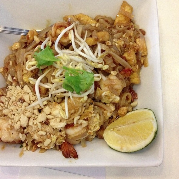 shrimp pad thai @ Jatujak